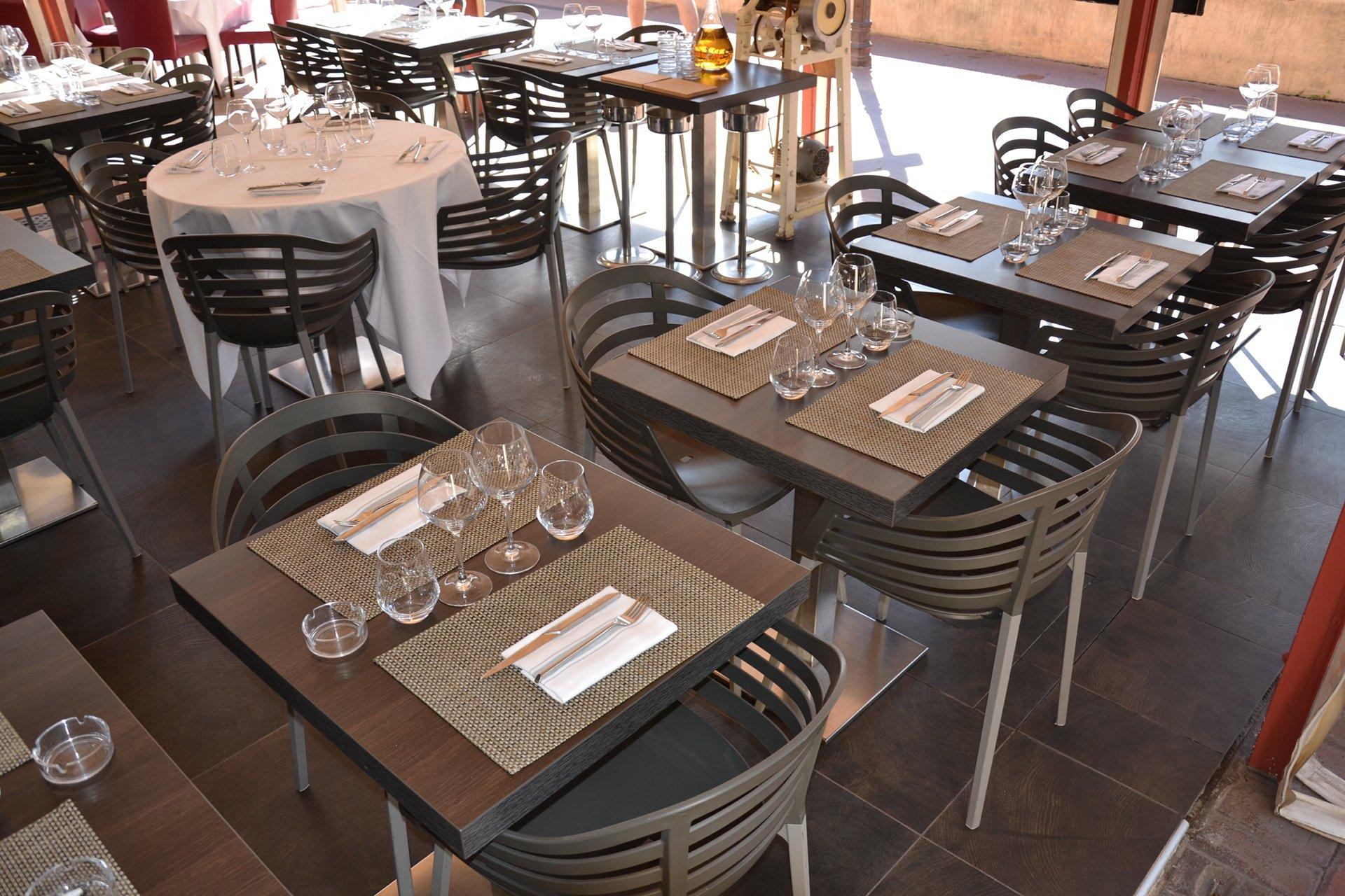 Restaurant bella storia cannes autre vue tables exterieur